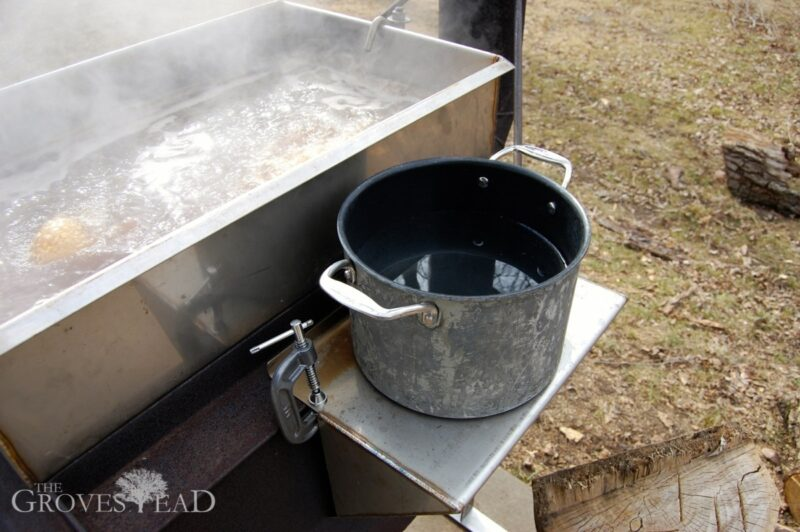 Warming pan warms up the sap before being added into the main pan